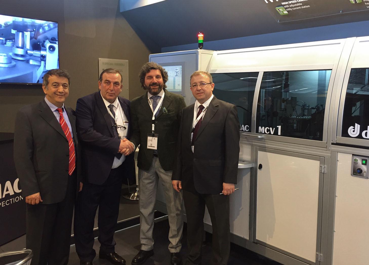 Dimac, macchine per il controllo e la selezione dei fasteners, con cliente Teknoform Turchia allo stand fiera Fasteners